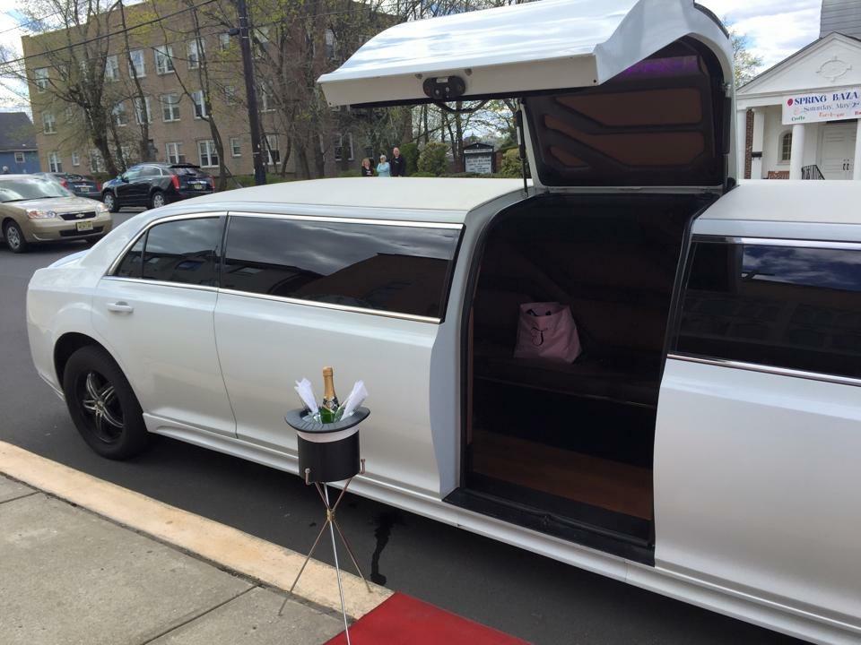 12 Passenger Chrysler Limousine In Nj Nj Limo Bus Llc